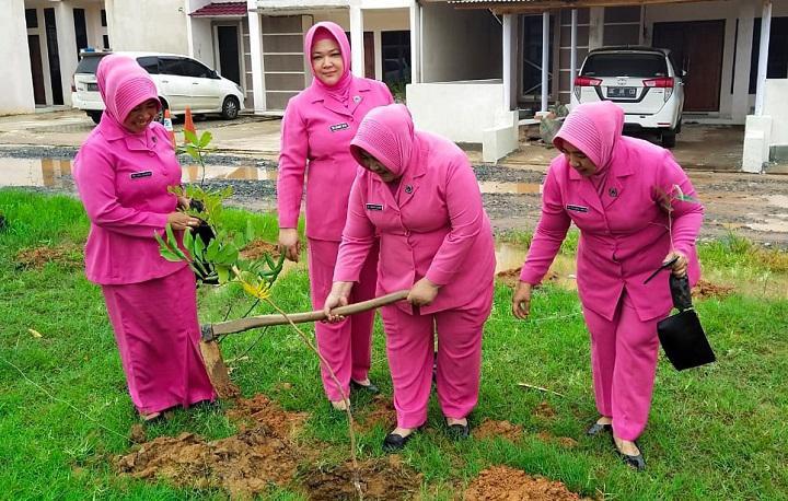 Polres Mesuji Tanam 2020 Pohon di Area Mapolres