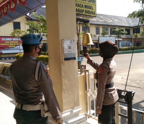 Keluar Masuk Mapolda Lampung Sekarang Wajib Scan Barcode Peduli Lindungi